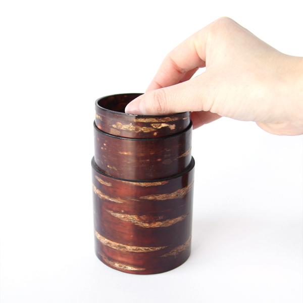 茶筒(中長) 無地皮 内蓋を外す様子