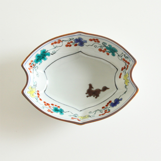 KUTANI GRAPES AND SQUIRREL BOAT-SHAPED PLATE