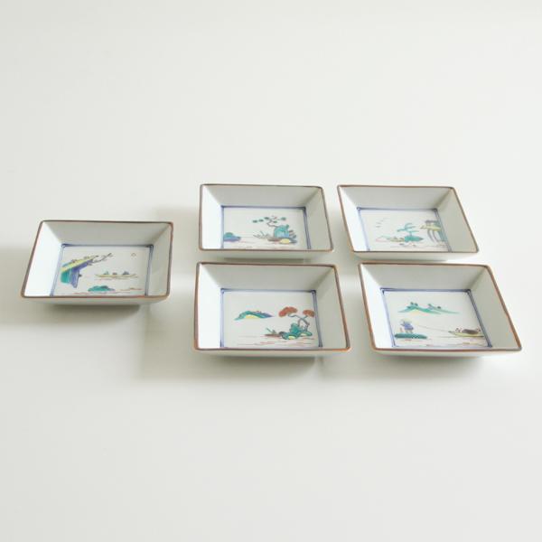山水絵替り角小皿5枚には、それぞれ物語を感じる山水が色鮮やかに描かれています