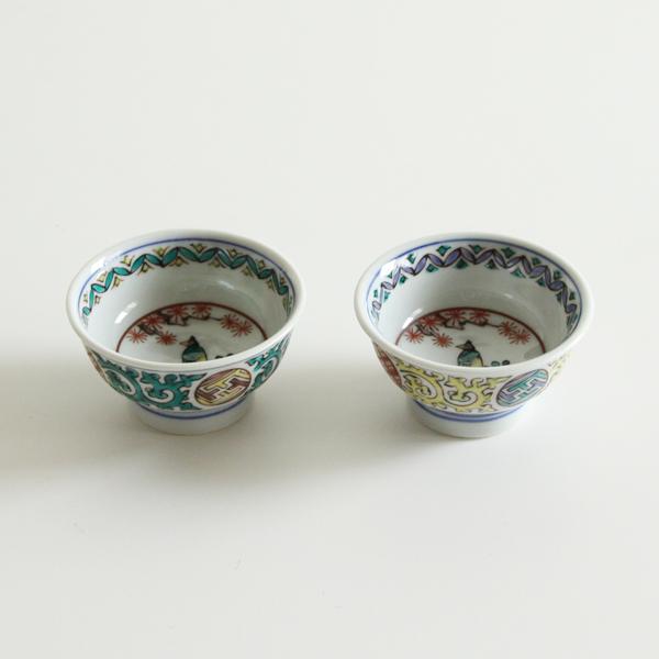 歴史ある九谷焼の古典柄が現代に合うデザインで絵付されています