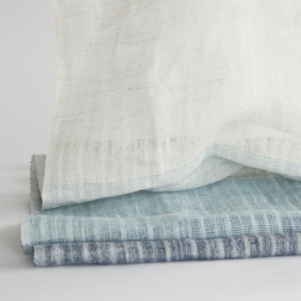 ホワイト、水色、青、紺の4色の色合いが魅力