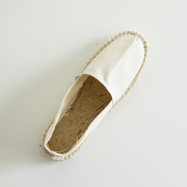足裏に当たる部分には天然素材のジュートを使用