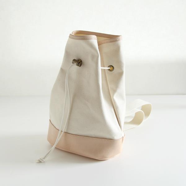 シンプルで可愛らしい巾着ショルダー