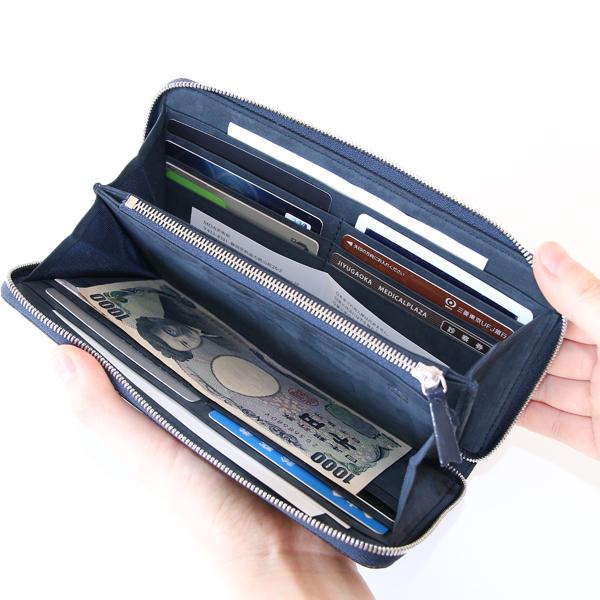 ポケットが充実し、カードやレシート、チケットなど仕分けやしやすいつくり