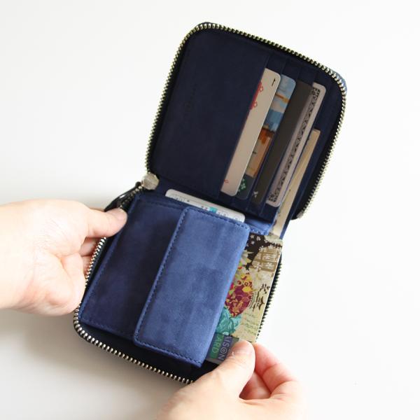 小銭入れの裏にもカードが入るポケット付き