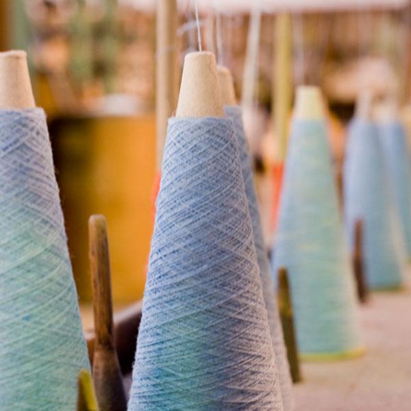 カラフルなウール糸