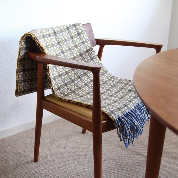 椅子やソファにかけて、インテリアのアクセントに(イエロー/ブルー)
