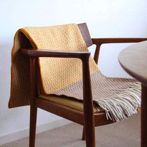 椅子やソファにかけて、インテリアのアクセントに(ハニー/ブラウン)