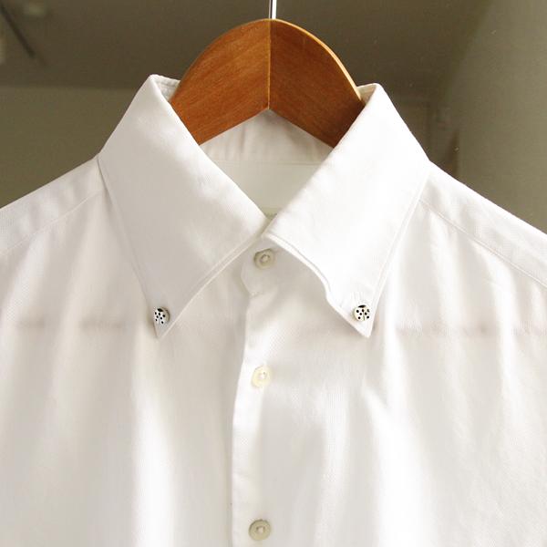 ボタンダウンシャツの襟元や、ジャケットの胸元につける、新感覚のアクセサリーです
