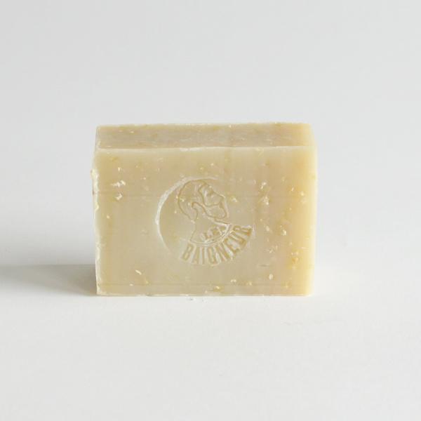 天然素材を使用した男性向けのオーガニック石鹸です