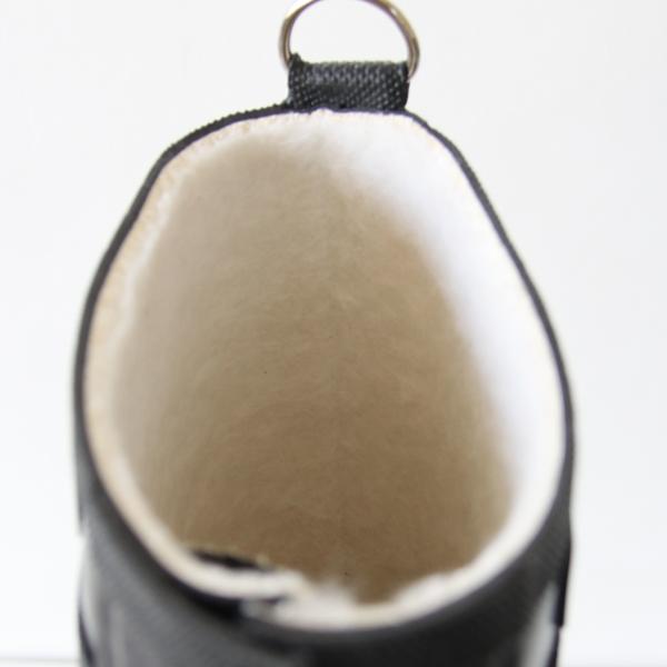 フェルト状のコットンビスコースのライニングで柔らかい履き心地と防寒効果