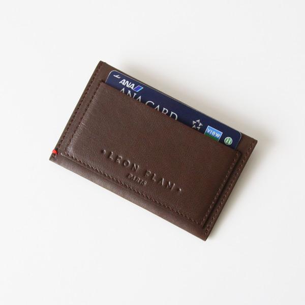 背面ポケットには交通カード