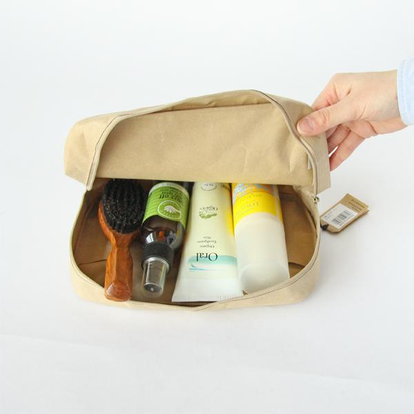 持ち運び用の化粧水、化粧品入れに