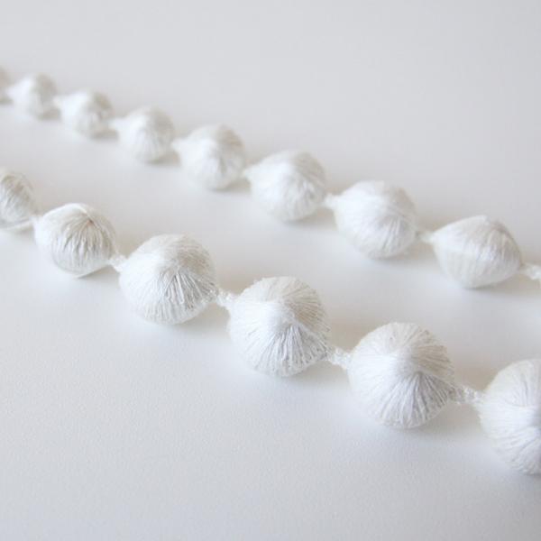 刺繍の技術を駆使したデザイン(ホワイト)