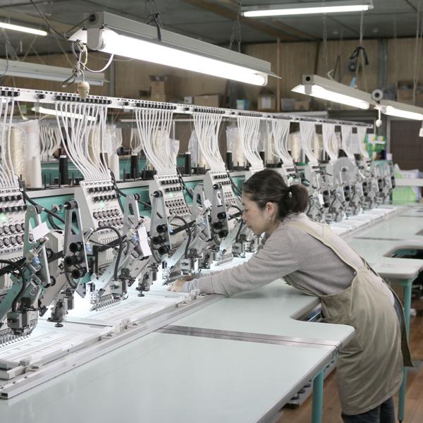 職人の緻密な調整を要するミシン作業