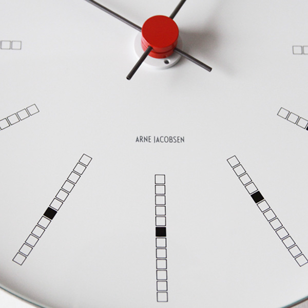 文字盤(210mm)・ケースの曲面にに直接印刷することで独特の一体感を演出