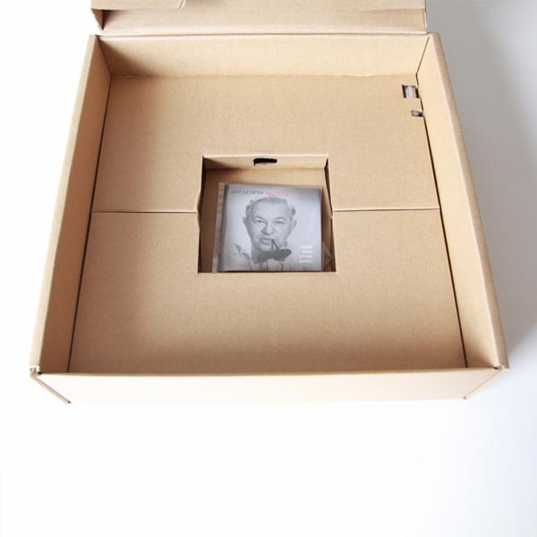 箱から本体を取り出したところ(290mm)