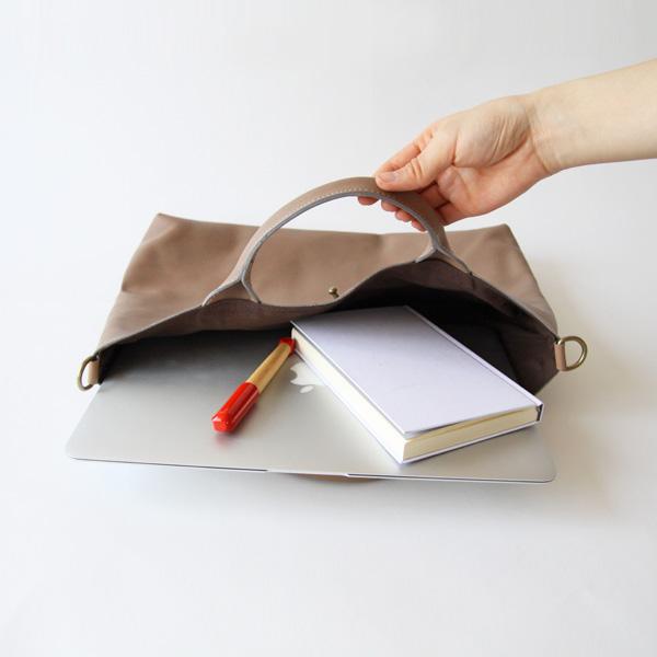 パソコンも入るのでビジネスバッグにもおすすめです