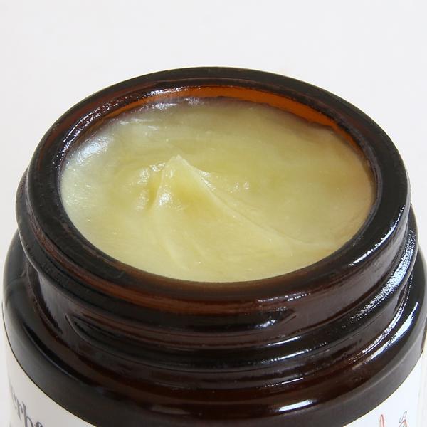 乾燥肌を柔らかく整え保護します