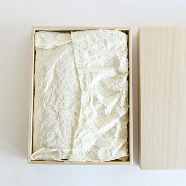 和紙で丁寧に包まれています