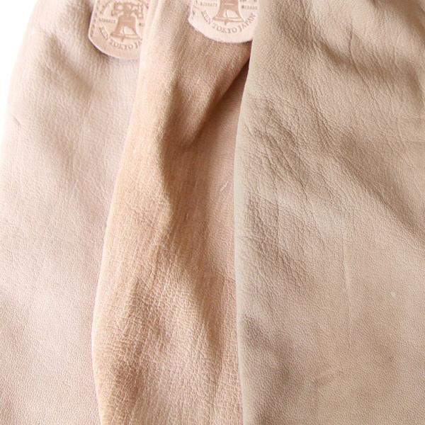 最小限の染料で染めているため、革の色には若干の個体差があります