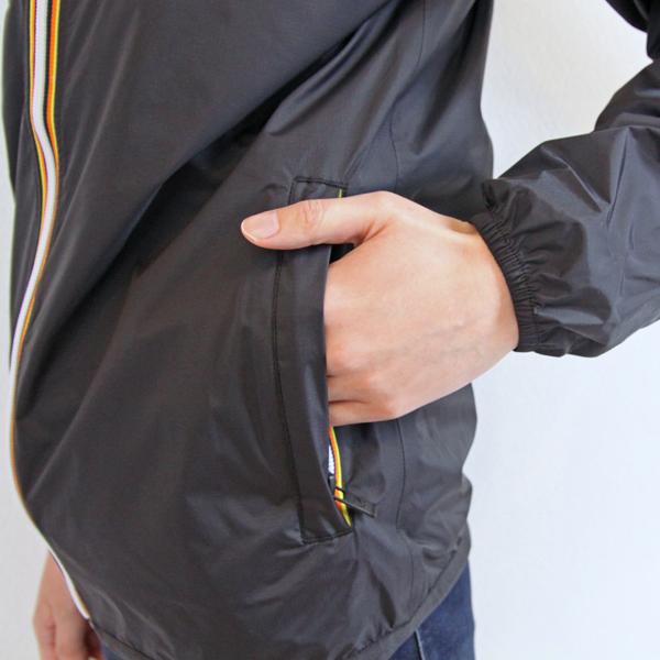ファスナー付きポケット/袖口はゴム仕様