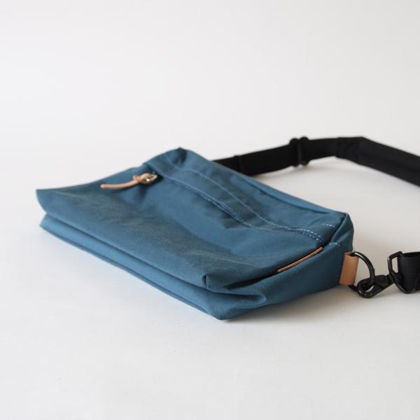 底板をたためばペタンと薄くなり、持ち運びにも便利