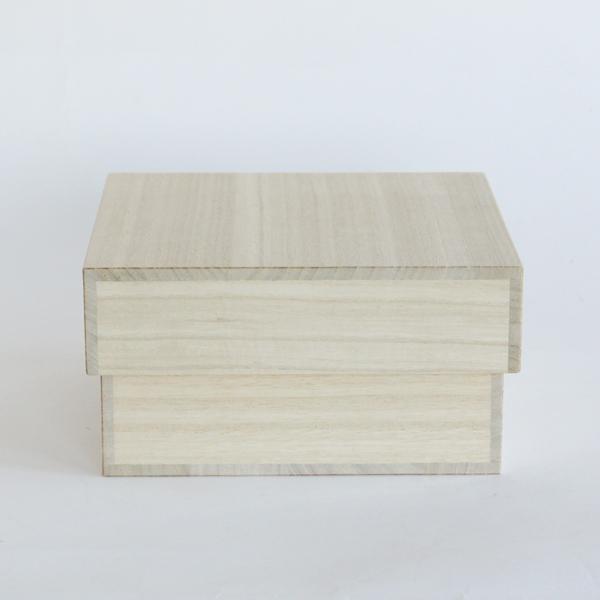上質な和紙で包み、桐箱に入れてお届けします