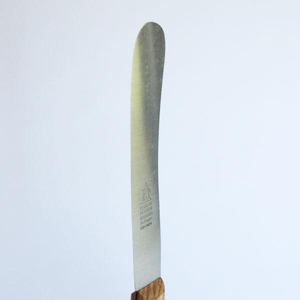 刃が薄く、先が丸いのが特徴