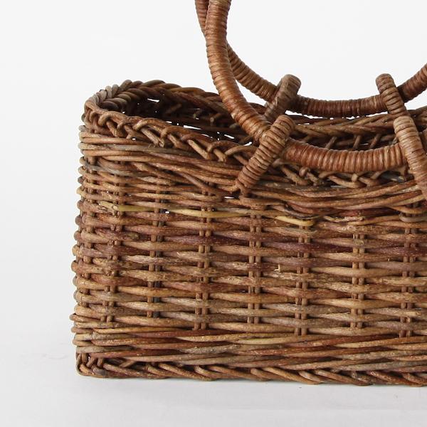 素材の温もりを感じられる優しい雰囲気のかごバッグ
