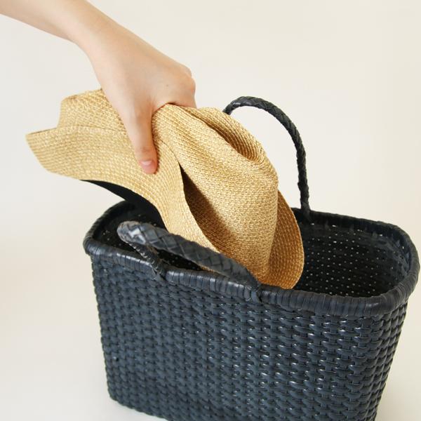 柔らかい素材なので、薄くたたんで持ち運びできます