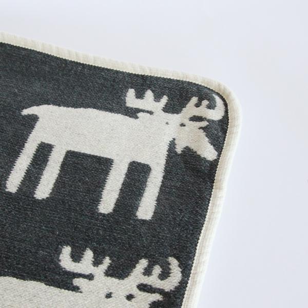 ムース(ヘラジカ)が並ぶかわいらしいミニブランケット