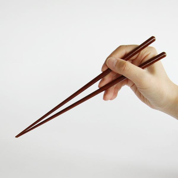身をほぐしやすく工夫された、焼魚専用のお箸