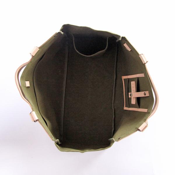 収納力・機能性を備えたマルチトートバッグ