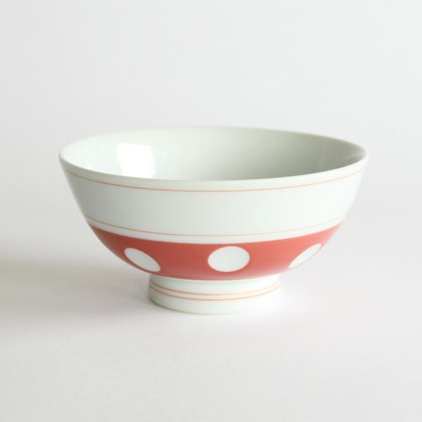 お茶碗は、伝統的な青色と美しい朱色の2客セット(写真は朱色)