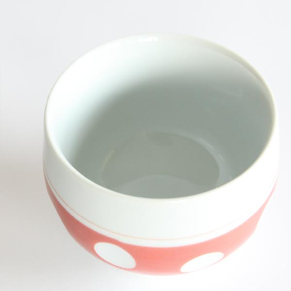 お茶の香りを包みこむ、丸みを帯びた形