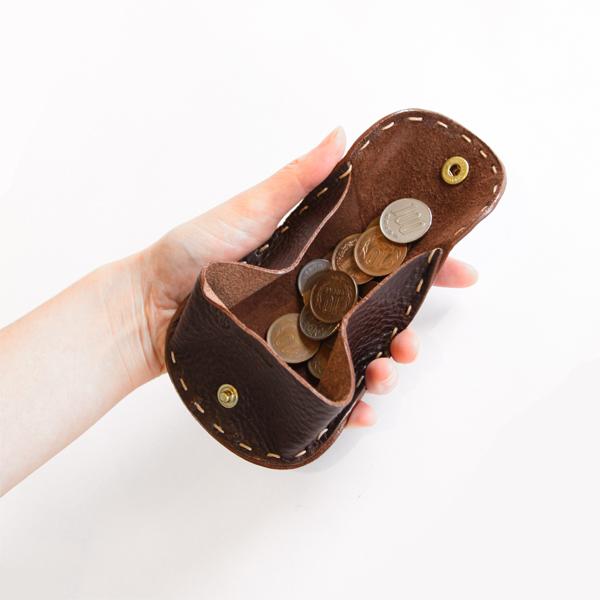 大きく開いてコインがさっと取り出せます