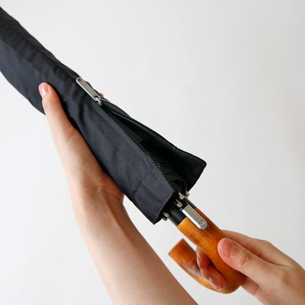 傘カバーは、出し入れしやすいファスナー付き