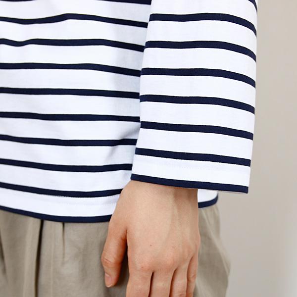 ややゆったりとした袖形状です