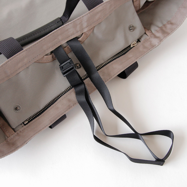 バッグの盗難防止用ストラップ付き(使わないときは収納可能)