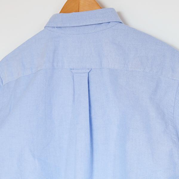 背面のタック(※詳細画像は別色のOXFORD LT.BLUE)