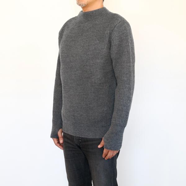 男性モデル身長:180cm、Mサイズ着用(日本のメンズLサイズ相当)