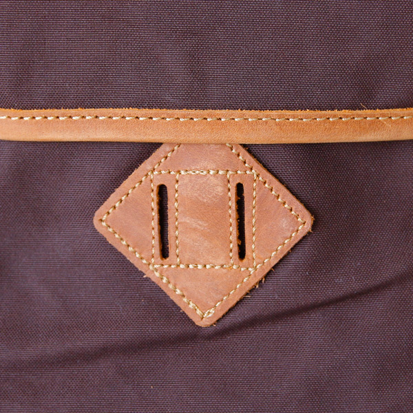 革パーツに傷・色ムラが見られる場合がありますが、天然皮革のならではの風合いとしてお愉しみください