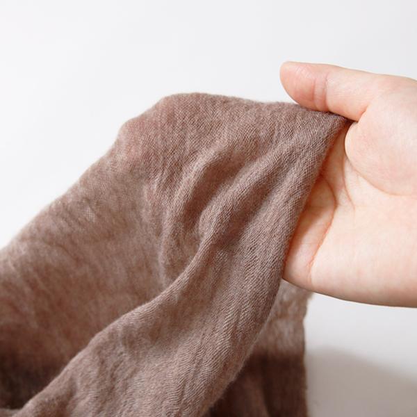 カシミヤ100%なので柔らかく、空気のように軽くふんわりとした肌障り