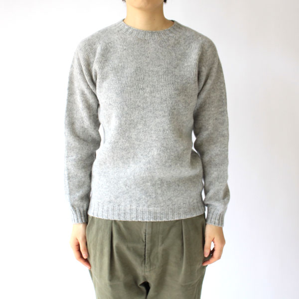 クルーネックセーター(モデル身長:163cm/着用サイズ:36)