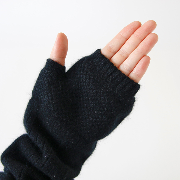 指の第二関節下くらいまでが隠れる長さです
