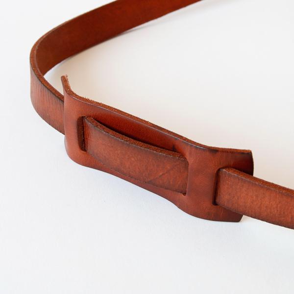 ショルダーは北米産の原皮を姫路でタンニンしたフルベジタブルタンニンレザーを使用