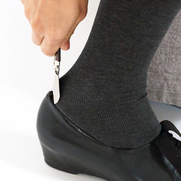 出先でも、革靴を傷めることなくスマートに履けます