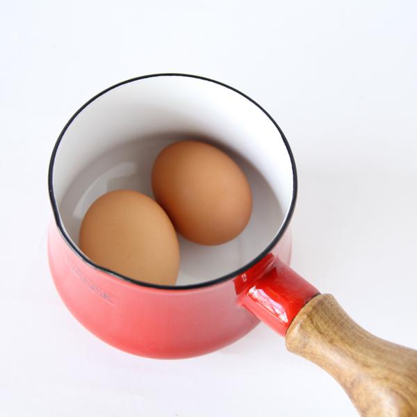 卵2つくらいが入る大きさ