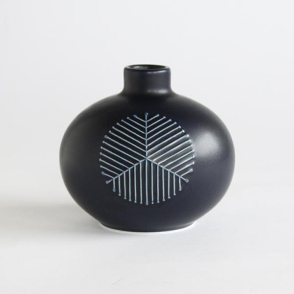 まゆ花瓶(松葉紋 紺マット)